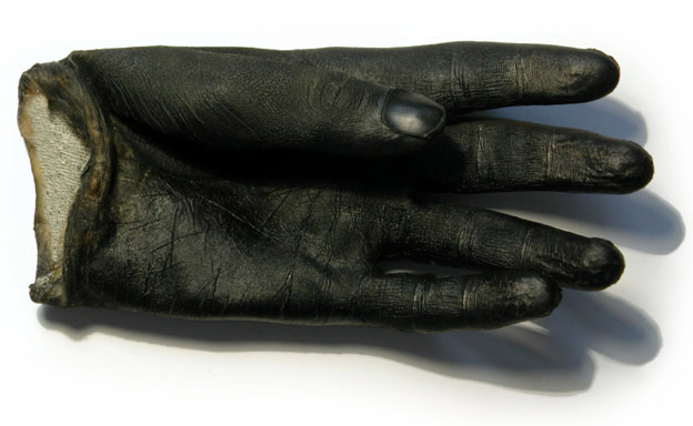 Dominic Wilcox: Glove Print